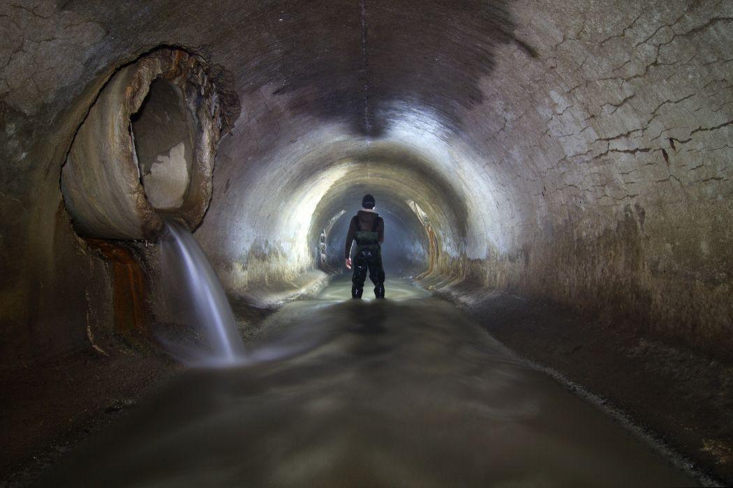 http://um2014.s3.amazonaws.com/wp-content/uploads/2009/03/andrew_emond_sewer_montreal011-1050x700.jpg
