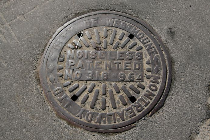 montreal_sewer_manhole_cover_westmount